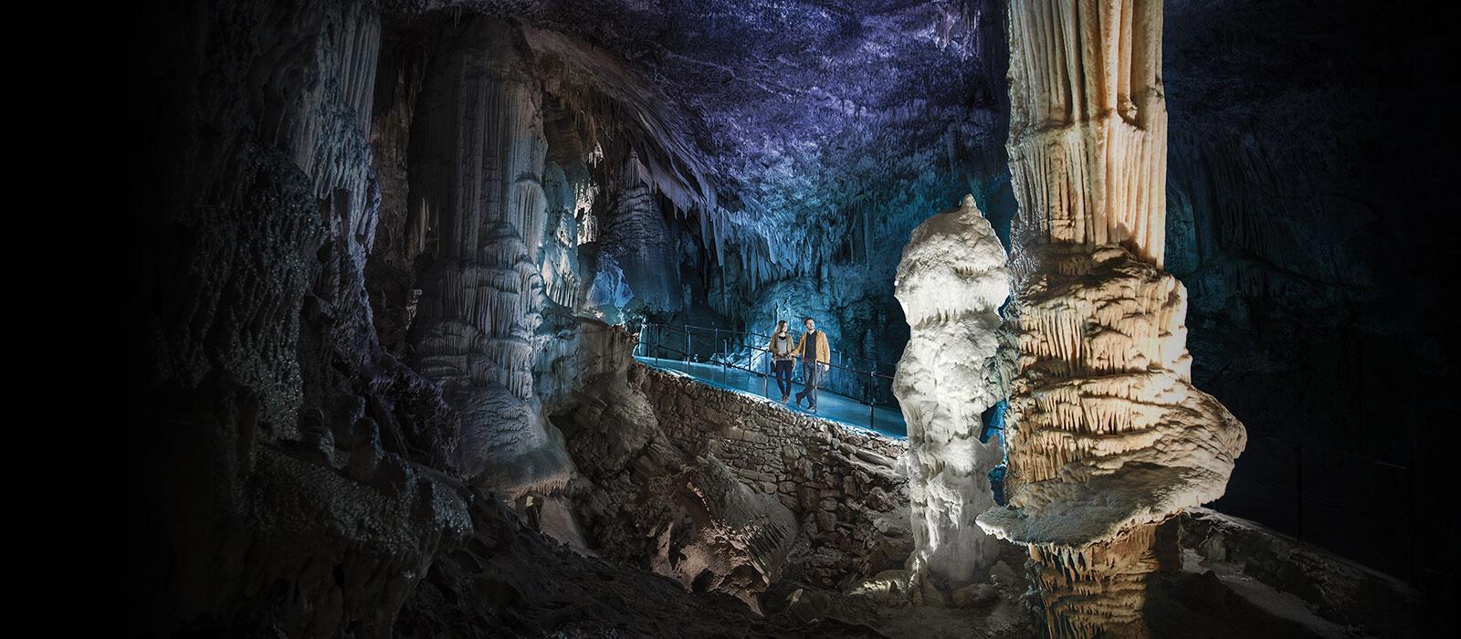 Rezultat iskanja slik za postojna cave